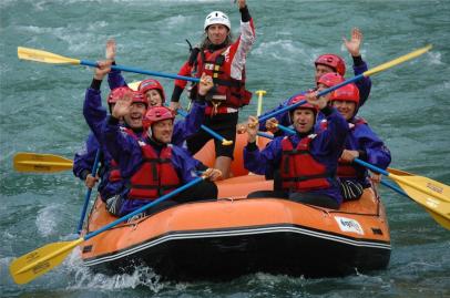 foto onda selvaggia formazione outdoor con rafting studio baroni